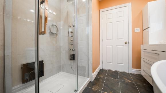 Como limpiar mamparas de cristal templado de la ducha y de baño