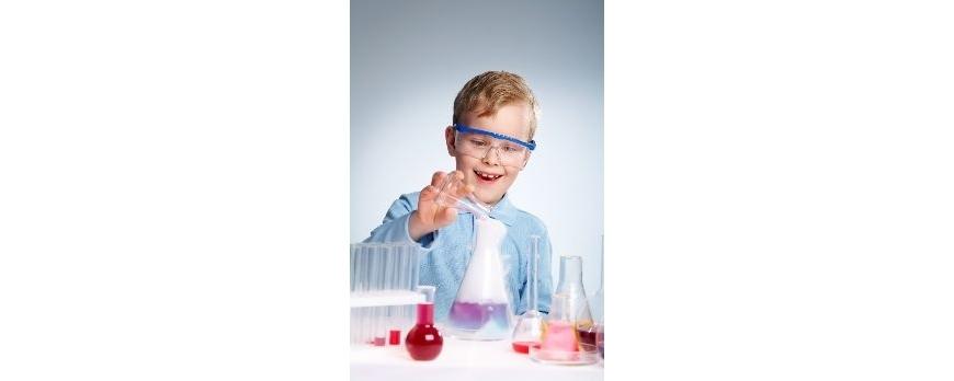 Sabes cuales son los peligros de mezclar diversos productos de limpieza.