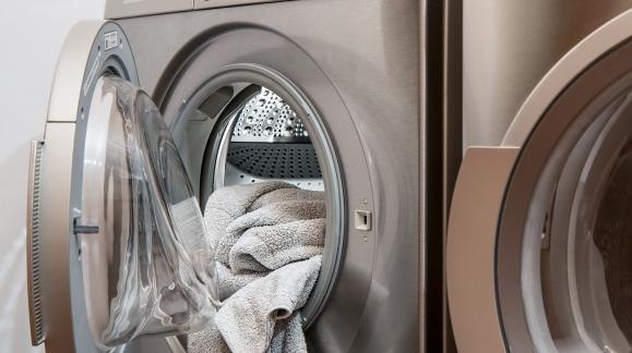 Cómo puedes ahorrar en tán solo 60 segundos al poner una lavadora
